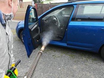 Dezinfekce povrchů a ploch auta
